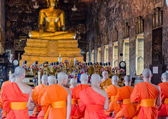 BANGKOK, THAILAND -11 JUL 2014 thai monks stand in the hall for — Stock Photo