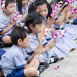 Children worship buddha — Stock Photo #53824623