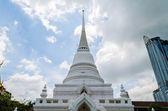 Beyaz budizm pagoda city — Stok fotoğraf