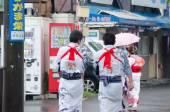 Lots of unidentified Japanese  people in Yukata dress — Stock Photo