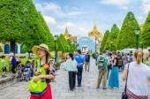BANGKOK, THAILAND - 5 JULY  : Tourist around Wat Phrakeaw , Roya — Stock Photo