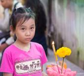 Girl in Loi Krathong festival of Thailand — Stock Photo