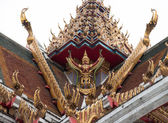 Garuda on the roof of Buddhism temple — Stok fotoğraf