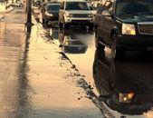 Dopravní zácpě mokré zimní — Stock fotografie