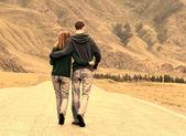 Couple road romance — Stock Photo