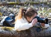 Girl wild nature photographer — Stock Photo