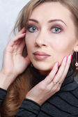 Fashion model with bright makeup and manicure on hands — Stock Photo