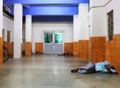 índia, pobres pessoas dormindo no chão — Foto Stock
