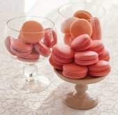 Macarons glass bowl on white background — Photo
