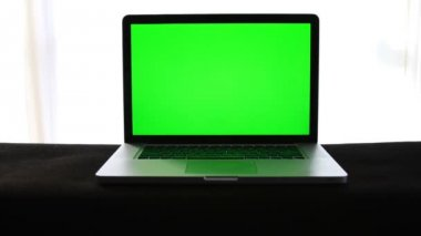 Laptop Green Screen — Stock Video