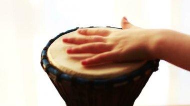 Tocando tambor — Vídeo Stock