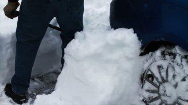 Kar adam kürekler — Stok video