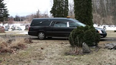 Hearse Funeral Vehicle at Graveyard — Stock Video