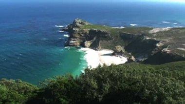 горы скалы с индийского и атлантического океанов — Стоковое видео