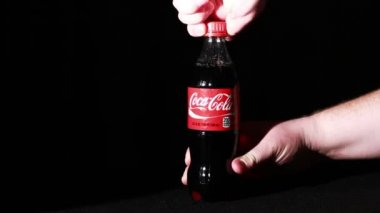 Coca Cola  Bottle  in the hand — Stockvideo