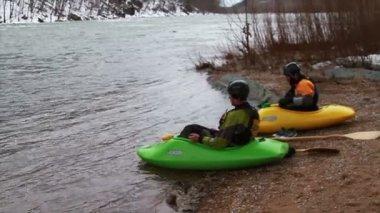 Kayaking Down River in Winter — Stock video