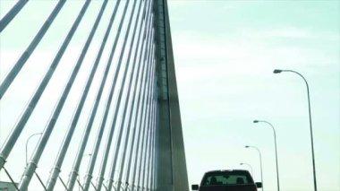 вождение на мосту — Стоковое видео