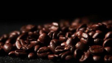 Cerrar los granos de café — Vídeo de Stock