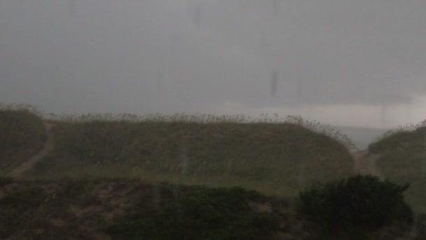 Playa en tormenta — Vídeo de stock
