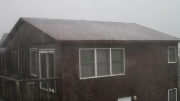 Beach house in storm — Vidéo