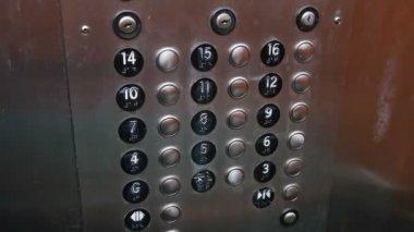 Pulsanti dell'ascensore al 14 ° piano — Video Stock