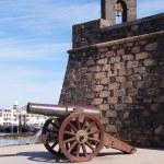 Cannon by the Castillo de San Gabriel, Arrecife, Lanzarote, Cana — Stock Photo #53837051