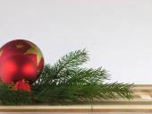 Christmas ball, pine twig and chopping board. — Foto de Stock