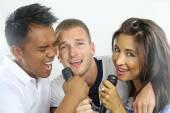 Three friends singing — Stock Photo