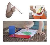 Collage childrens hand met borstel — Stockfoto