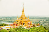 The beautiful big golden temple in Nakhonsawan province middle o — Stock Photo