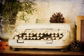 Old typewriter on sepia filter — Foto Stock