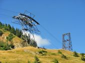 Pylon of cablecar in high mountains — Stock Photo