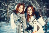 Two girl friends in winter outdoors — Foto de Stock