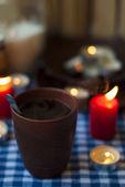 Black tea and candles — Stockfoto