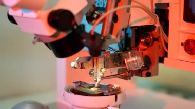 Universal wire bonder microelectronic equipment in work — Stock Video
