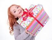 女人拿礼品盒 — 图库照片