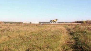 Plane lands field — Stock Video