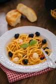 Spaghetti with tomato sauce, olives and mozzarella — Stock Photo