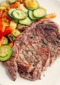Beef steak with vegetables — Stock Photo