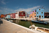 Canal with colorful houses- Burano, Veneto Italy — Stock Photo