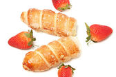 Strawberry and puff pastry rolls filled with cream — Stock Photo