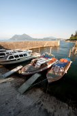Boats moored on dock of Lake Maggiore — Stock Photo