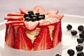 Cake with strawberries, blueberries and raspberries — Stock Photo