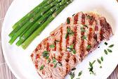 Steak with asparagus — Stock Photo