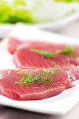 Raw tuna — Stock Photo
