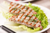 Grilled tuna with salad — Stock Photo