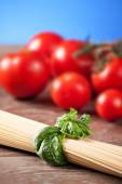 Ingredients for spaghetti with tomato sauce — Stock Photo