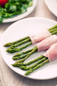 Ham rolls with asparagus — Stock Photo