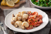Grilled prawns and cuttlefish — Stock Photo