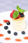 Fruit Tart with Fresh Cream — Stock Photo